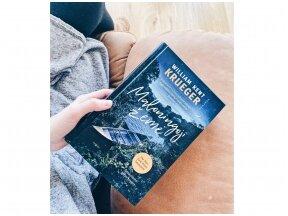 """Knygos apžvalga. William Kent Krueger """"Maloningoji žemė"""" (Knygų Dama)"""