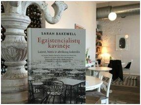 """Knygos recenzija (Jurga Mandrijauskaitė). """"Egzistencialistų kavinėje"""": laisvė, būtis ir abrikosų kokteilis"""