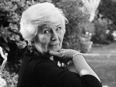 Literatūra – puikus būdas pasilengvinti karantiną: knygų apžvalgininkė rekomenduoja Jane Gardam trilogiją