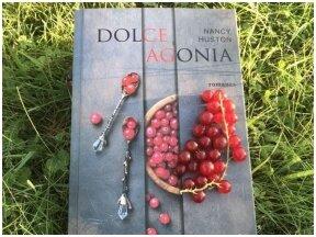 """Knygos recenzija. """"Dolce Agonia"""" – gyvenimo ir mirties šokis tarp vakarienės lėkščių"""